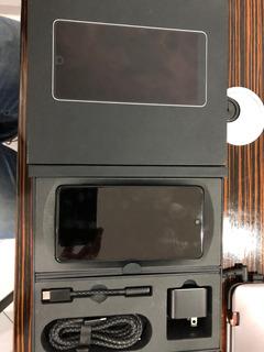 Essential Phone Caja Y Accesorios Como Nuevo