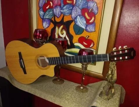 Guitarra Electroacústica Taylor Nc32ce Con Estuche Deluxe