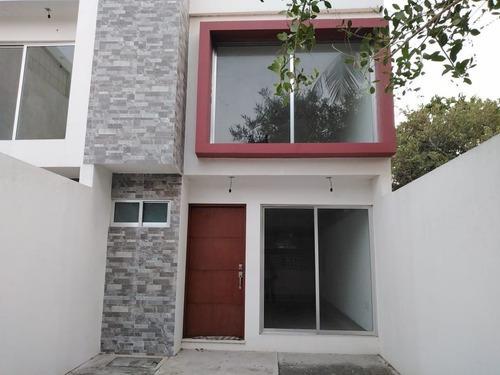 Casa En Venta En Col. Playa Linda. Veracruz, Ver.