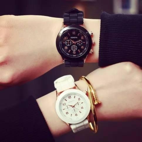 Relógio Quartz Feminino Pulseira De Silicone