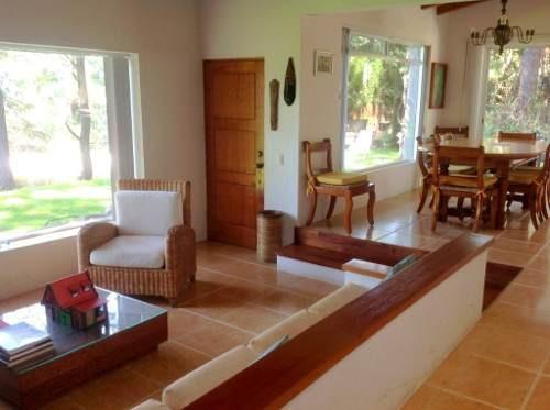 Casa En Renta Con Excelente Mantenimiento En Dos Niveles, Cómoda Y En Un Lugar Tranquilo