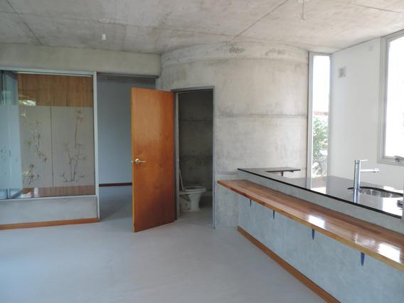 Apto En Zona Rambla De Dos Dormitorios Y Dos Baños