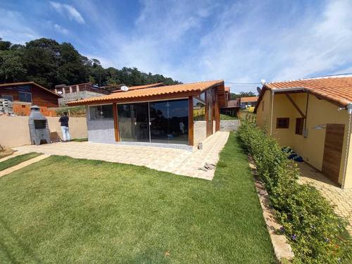 Chalé De 82m² De Construção, Com 02 Dormitórios !!