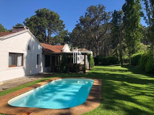 Imagen 1 de 30 de Casa En Laguna Blanca, Muy Buenas Comodidades, Seguridad.- Ref: 6080