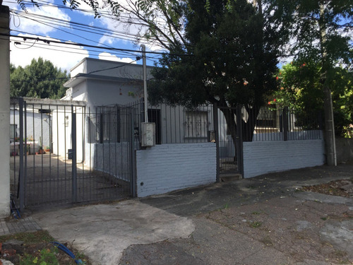 3 Casas De Dos Dormitorios ( 3) Venta Cerrito