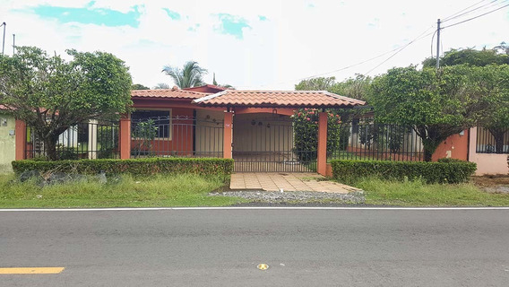 Se Vende Casa En Área Céntrica De David Villa Mercedes
