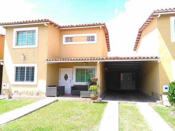 Towmhouse En Urbanización Las Palmas