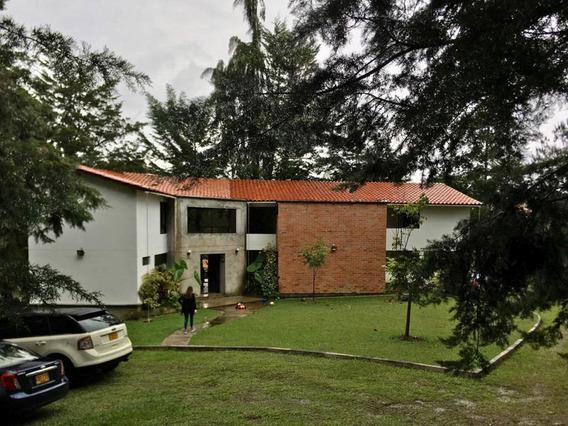 Moderna Casa De Recreo Con Embalse, En El Peñol
