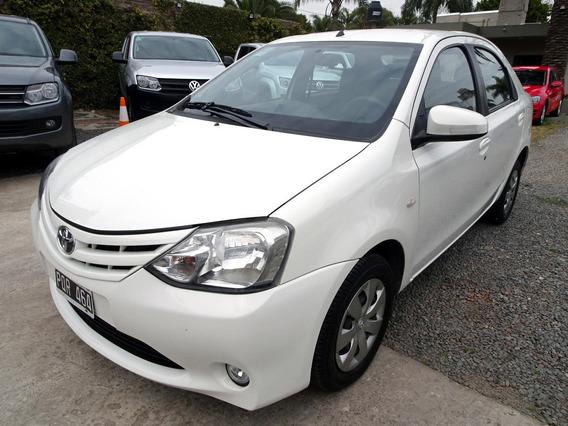 Toyota Etios Xs 1.5 M/t 2016 Blanco 4 Puertas