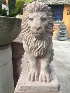 Escultura De Leon Sentado