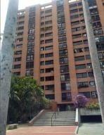Venta De Bello Apartamento En Los Rosales / Ac 19-19618