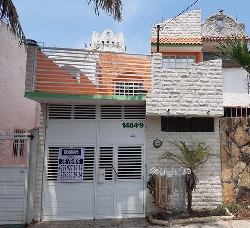 Casa En Venta Con Recámara En P.b. En Pocitos Y Rivera, Ver.