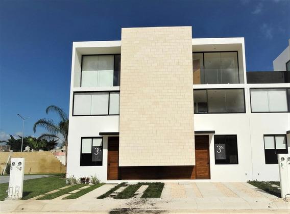Casa Nueva, Estrenar En Venta 3 Niveles, 3 Recámaras, Estudio Tv, Playa Del Carmen.