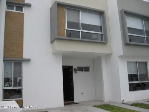 Casa En Venta En Zakia, El Marques, Rah-mx-20-382