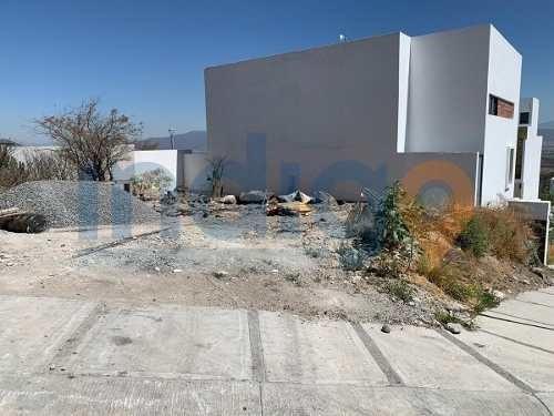 Terreno En Venta En Zibata, Pitahayas Primera Sección Sin Ruido Por Ubicación