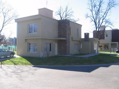 Casa En Haras Maria Victoria