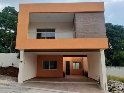 Vendo Casa Residencial En Fraccionamiento Gardenias . ¡comodidad Total!
