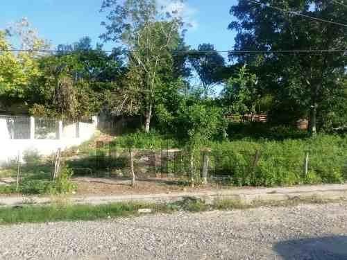 Venta Terreno 500 M² Col. Anahuac Tuxpan Veracruz. Se Encuentra Ubicado En La Calle Juan Zumaya Muy Cerca De Óptica Shalom, El Terreno Consta Con 500 M², Con Un Frente De 20 Metros Y De Largura 25 Me