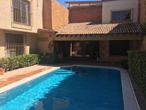 Casa En Venta En Álamos 2da. Sección Con Doble Terreno Y Alberca. 39-cv-1334.