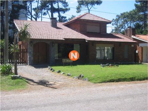 Casa En Venta Y Alquiler, Mansa, Punta Del Este, 4 Dormitorios.- Ref: 208254