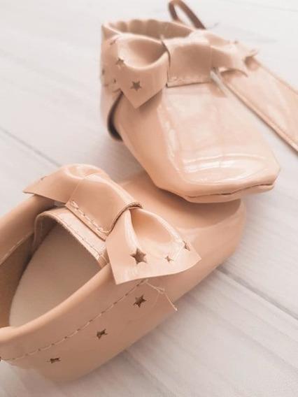 Calzado Para Bebé No Caminante + Portachupete - Modelo Viena