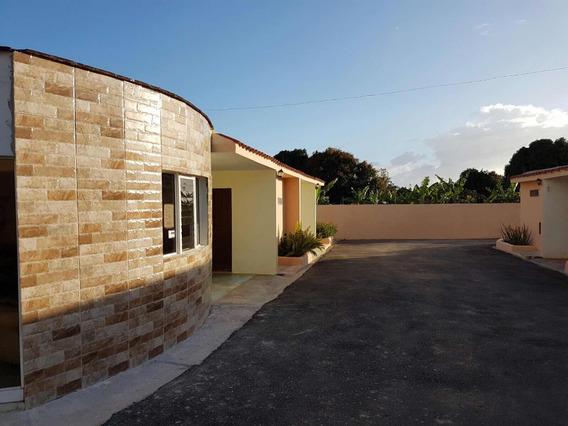 Edificio Con Hotel Cabañas Cerca La Romana..