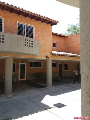 Townhouses En Venta En Mañongo Tpth-030