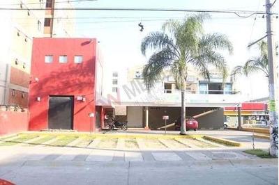 Local De 340 Mts En Plaza Comercial