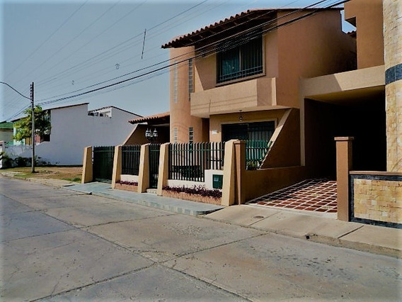 Town House En Laguna Blanca- Nueva Barcelona