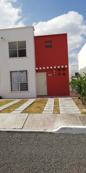 Casa De 2 Niveles En Excelente Ubicación Querétaro