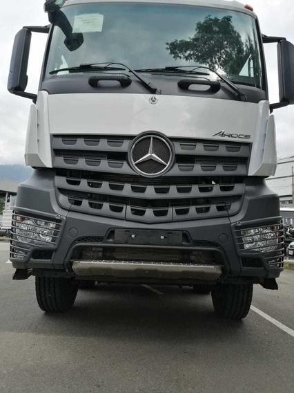 Volqueta 8x4 Mercedes Benz Arocs