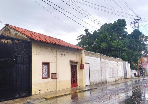 Casa En Alquiler Centro Barquisimeto 21-4744 Mf