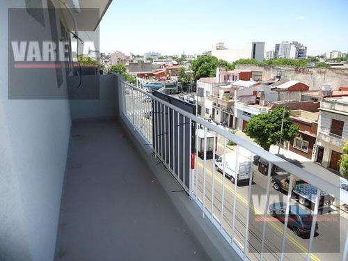3 Amb. C/balcón Al Fte. A Nuevo. Bajas Expensas: Av. Cobo 555 Oportunidad!!