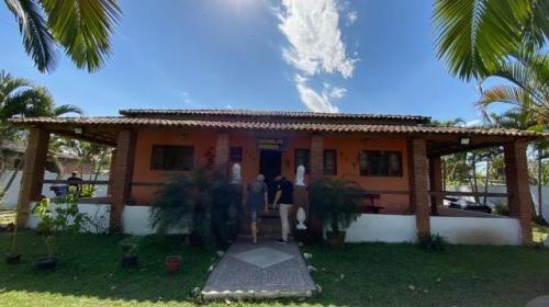 Imagem 1 de 14 de Chácara Murada Com 4 Dormitórios E Piscina, Em Peruíbe