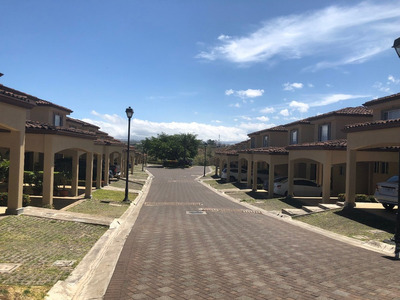 Se Vende Hermosa Casa En Condominio Guachipelín Escazú