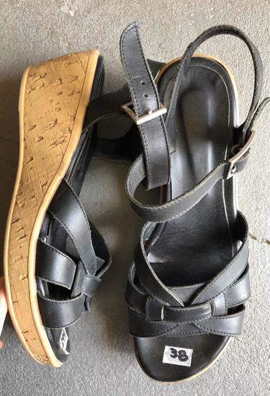 Sandalias De Cuero Negro Con Plataforma Tipo Corcho 38