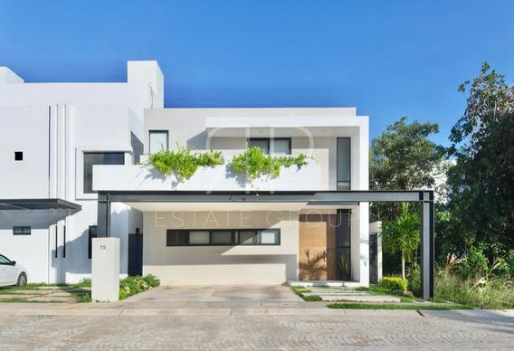 Excelente Casa En Cancún Ubicada En Residencial Aqua.