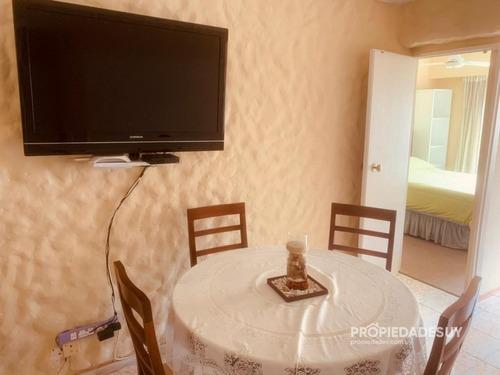 Un Dormitorio Frente A Playa Mansa- Ref: 803