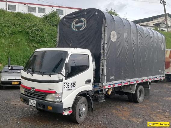 Hino Camion Estacas