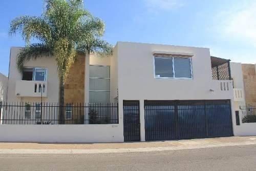 Casa En Venta En Juriquilla, Querétaro