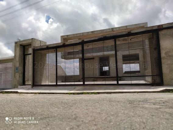 Casa En Venta Zona Este Barquisimeto Cod. 21-3159 Mr