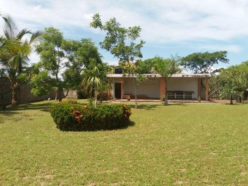 Venta Rancho De 1,224 M2 Con Terraza Y Arboles Cerca De Rio.