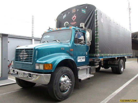 International 4700 Camión Estacas