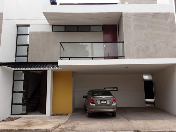 Townhouse De 3 Niveles, 2 Habitaciones, Área De Bar Y Alberca En Xcumpich