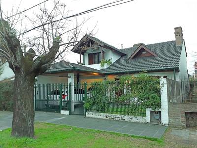 Casa En Lote De 300mts2 En Pleno Centro De Ituzaingo!!