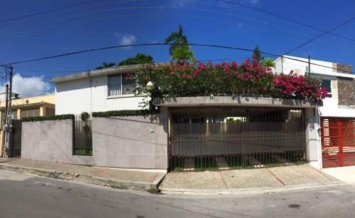 Residencia Clásica De 3 Niveles En Venta, Col. Altavista, Tampico, Tamaulipas.