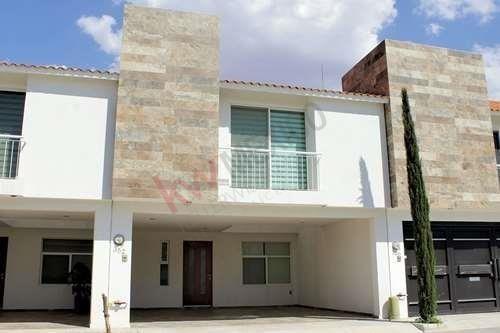 Casa En Fracc. Monterreal A 5 Minutos De Zona Industrial $1,720,000.00