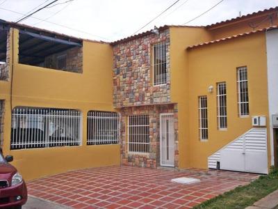 Casa Tipo Townhouse Urbanismo Ciudad Jardin De Cagua.