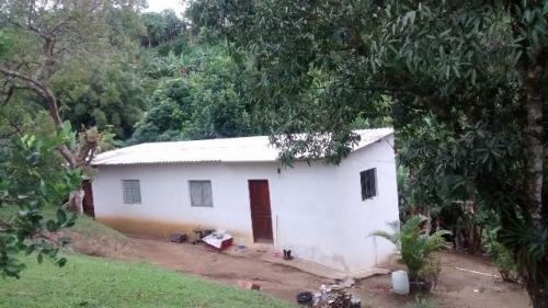 Casa Com Amplo Quintal, Churrasqueira, Piscina!