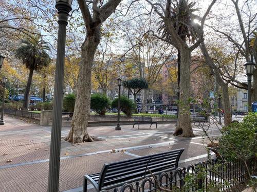 Venta Local Comercial A Metros De 18 De Julio - Plaza Cagancha